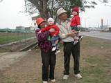 20060123-和阿公啊嬤採草莓1.jpg