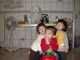 20060212-穿著程程哥哥的衣服1.jpg